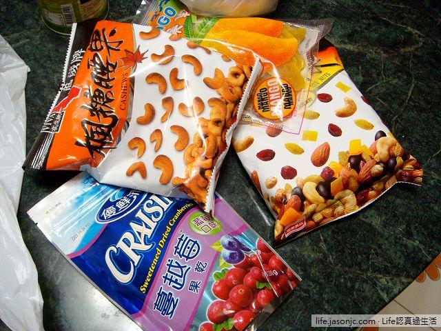 採購 蔓越莓、芒果乾、楓糖腰果、綜合堅果、椰漿 做吐司