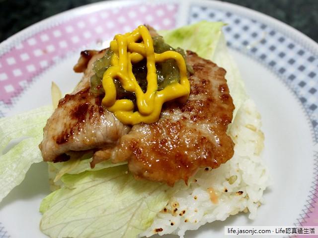 豬肉排米漢堡、水果沙拉、涼拌竹筍和紅糟燒肉