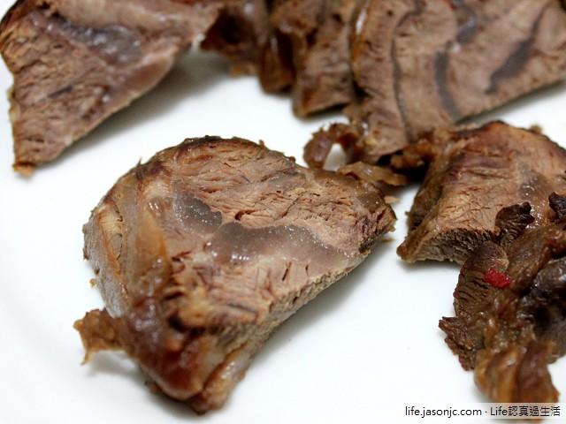 滷牛腱和紅蘿蔔菜頭牛肉羅宋湯