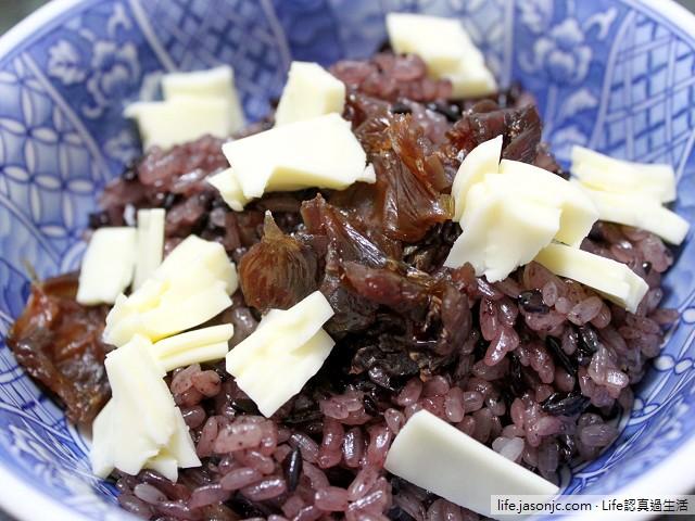 桂圓紫米米糕搭光泉北海道起司片