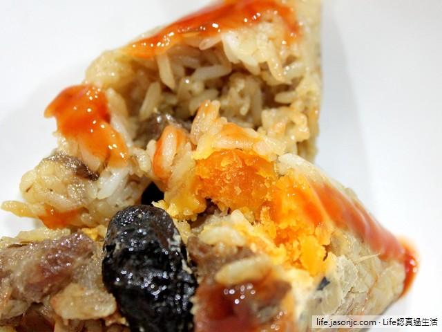 市場鹹蛋黃肉粽和空心菜午餐