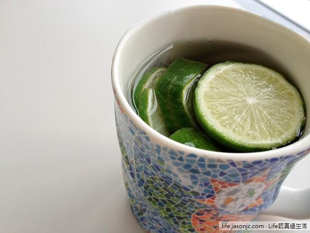 喉嚨痛的良方:熱檸檬水、一天的開始:黑咖啡