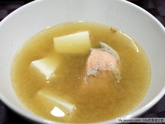 和風鮭魚豆腐味噌湯