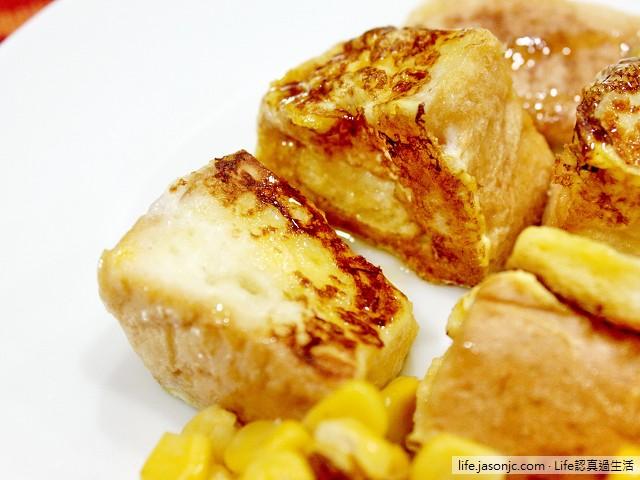 法式吐司早餐佐玉米、野生草本蜂蜜醬