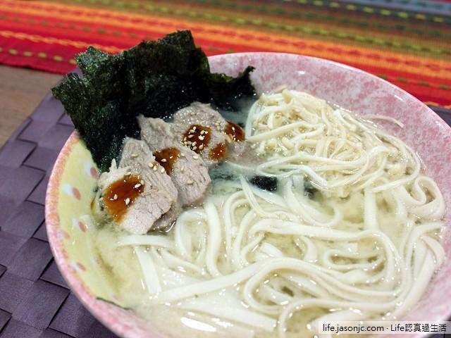 海苔金針菇豬肉麵,鹹鹹的日式味噌風味