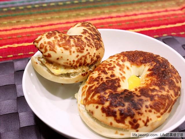 COSTCO帕馬森乾酪貝果夾蛋搭芭蕉牛奶 | 台北市內湖區