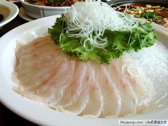 鱘龍魚四吃 春谷活鱒魚土雞餐廳 | 新北市三峽