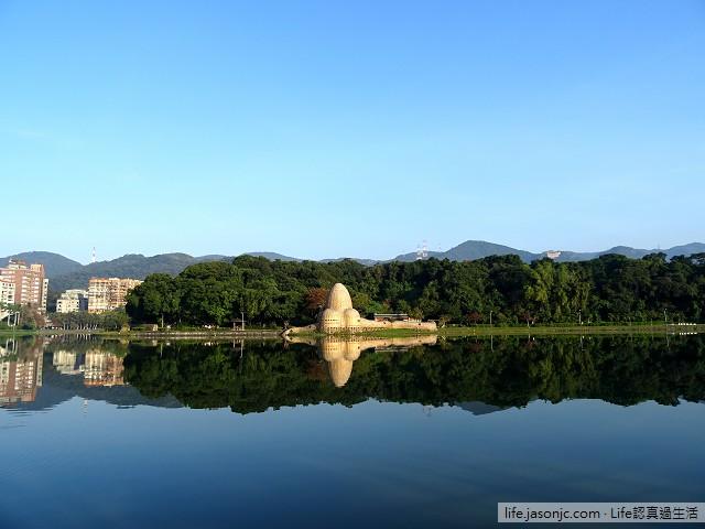 湖面如鏡的碧湖公園 | 台北內湖