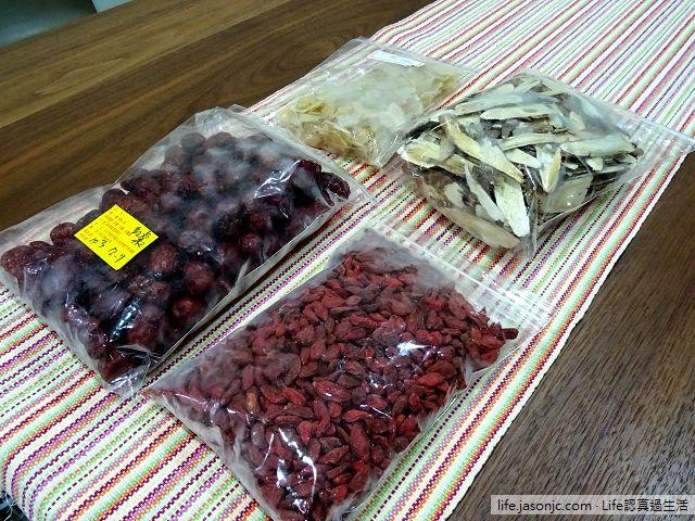 用大同電鍋煮補氣養生茶,只要枸杞、紅棗、天麻和黃耆四種中藥材超簡單