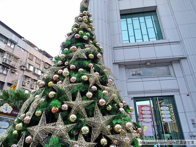 湖光教會金色聖誕樹 | 台北內湖