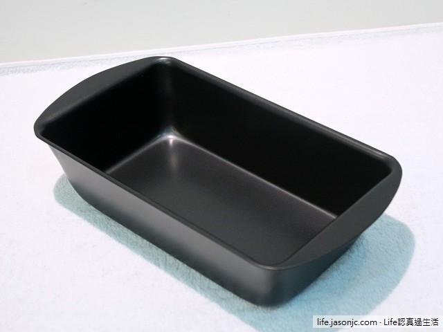 烘焙工具:打蛋器、抗菌烘焙刮刀和不沾吐司模